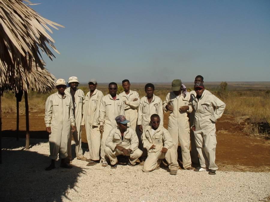 Команда местных строителей