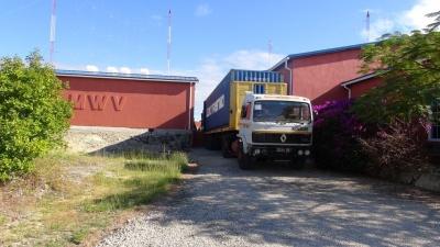Прибытие контейнера с передатчиками, май 2015 г.