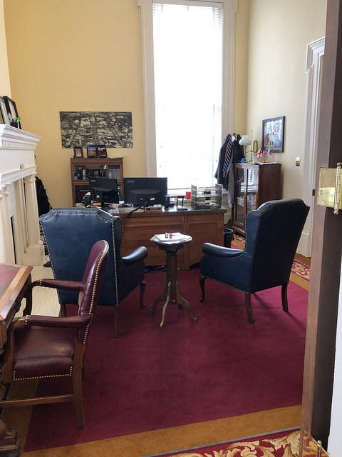 Обстановка внутри одного из кабинетов Капитолия