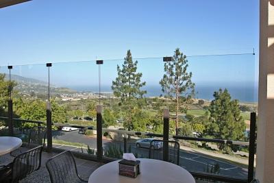Вид на океан с террасы студенческой столовой