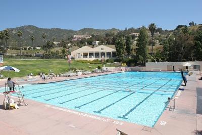 У университета есть команда по водному поло и небольшая команда по плаванию.